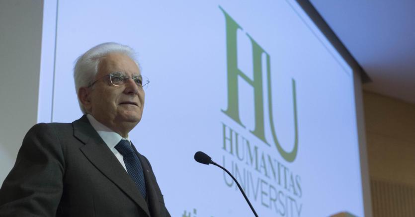 Il Presidente della Repubblica Mattarella all'inaugurazione dell'anno accademico 2017/2018 dell'Humanitas University di Milano (Ansa)