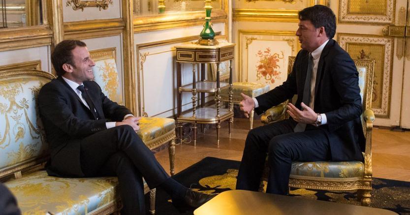 Un'ora di incontro all'Eliseo fra Macron e Renzi
