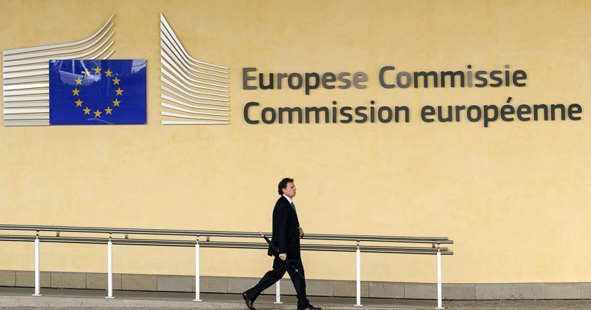 Commissione UE, l'Italia migliora ma occorre agire sul debito