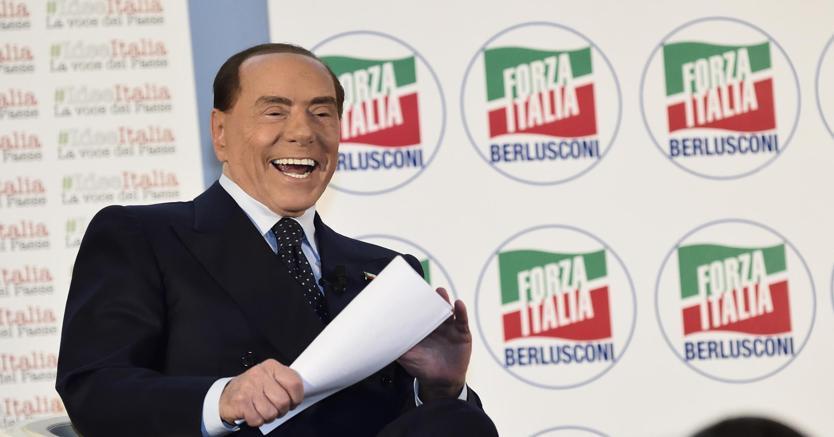 Silvio Berlusconi durante la Convention organizzata da Forza Italia Idee Italia. La voce del Paese, a Milano (foto Ansa)