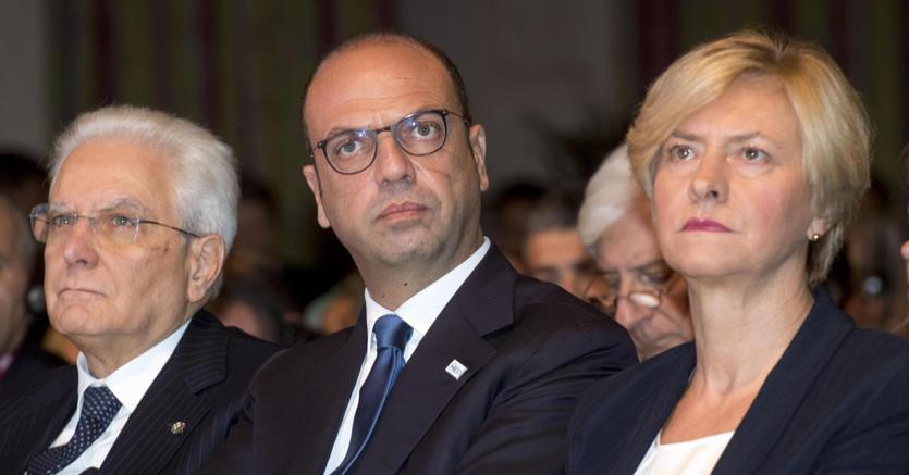 Il Capo dello Stato Sergio Mattarella e i ministri Alfano e Pinotti hanno partecipato all'apertura del Forum Rome MED 2017 (foto Ansa)