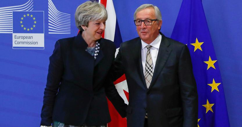 Theresa May con Jean Claude Juncker (Reuters)