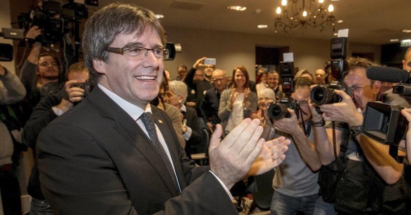 Catalogna: giudice ritira mandato d'arresto europeo per Puigdemont