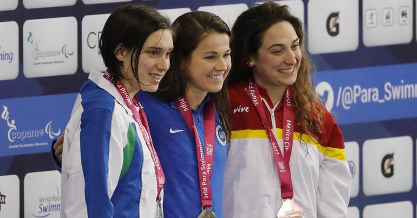 Da sinistra, Carlotta Gilli, Rebecca Meyers e Ariadna Edo (Epa)