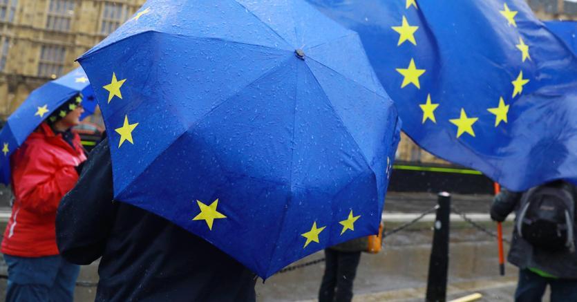 Sit-in contro la Brexit davanti al Parlamento britannico, a Londra (Epa)