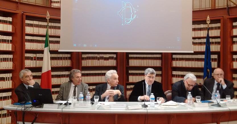Da sinistra, Tito Boeri, Michele Ainis, Biagio De Giovanni, Antonello Falomi (presidente dell'associazione ex parlamentari), Marco Revelli e Mauro Zampini