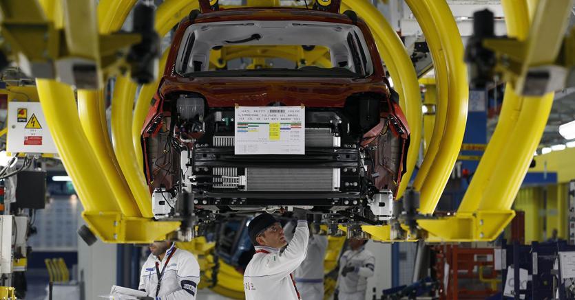 Industria: a novembre produzione cresce dello 0,4%, più 2,5% su anno