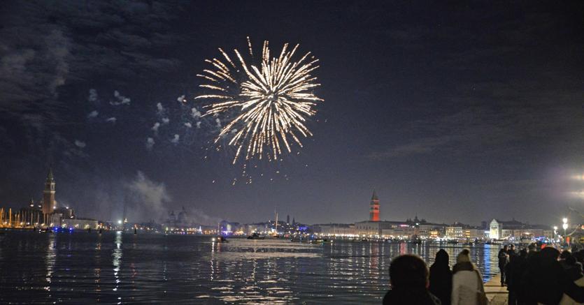 Capodanno con fuorchi d'artificio nella Laguna di Venezia