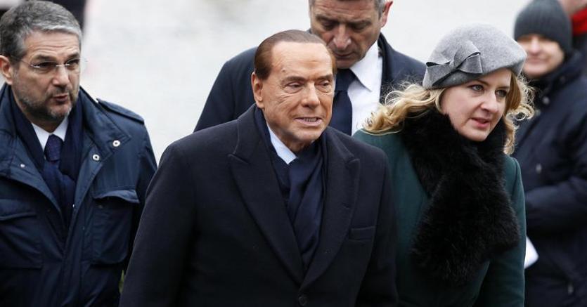 Berlusconi anticipa su Twitter il simbolo di Forza Italia