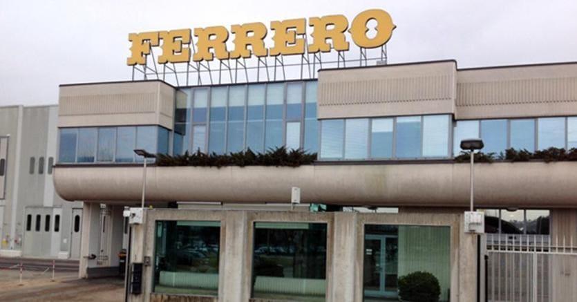 Ferrero aumenta l'offerta a 2,5 miliardi per le barrette Nestlé Usa