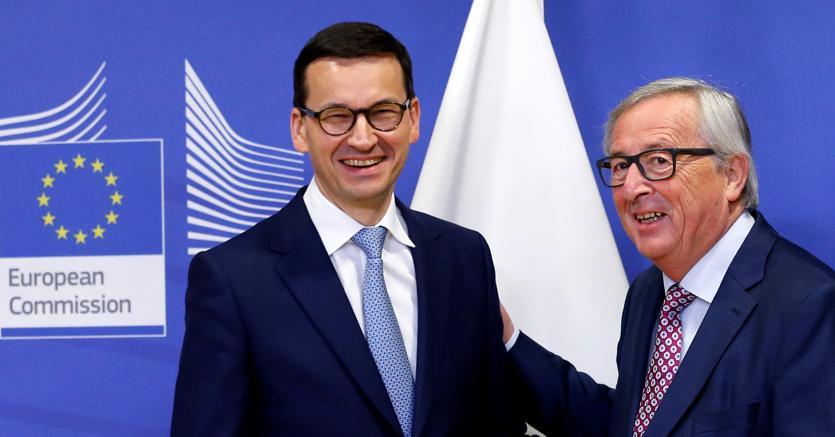 Il premier polacco Mateusz Morawiecki ieri a Bruxelles per incontrare il presidente della Commissione Ue Jean-Claude Juncker