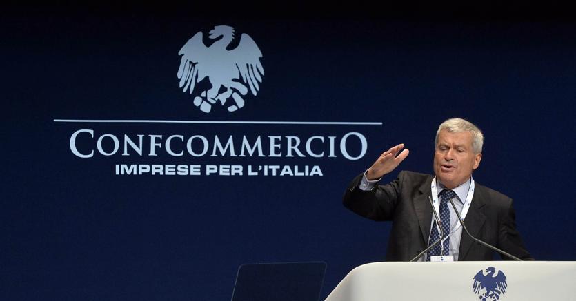 Confcommercio lancia Pil mensile, +0,1%