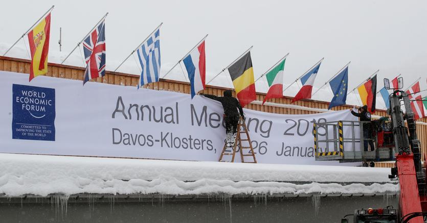 Preparativi al Centro Congressi che dal 23 gennaio ospiterà il World Economic Forum a Davos, Svizzera