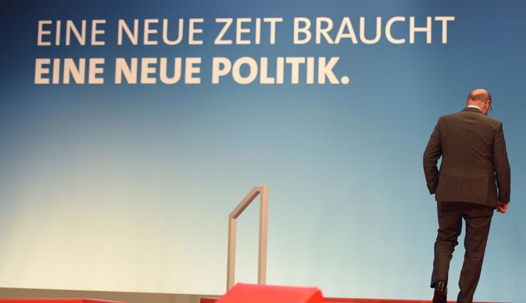 Tempi nuovi richiedono politiche nuoveil leader Spd Martin Schulz sul palco del Congresso