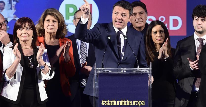 L'intervento di Matteo Renzi durante l'incontro 'Il futuro si chiama Stati Uniti d'Europa' a  Milano (Ansa)