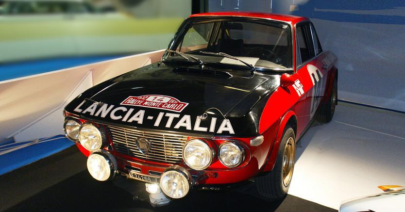 La Lancia Fulvia HF guidata da Munari e Mannucci nel rally di Montecarlo del 1972 (2002, AFP)