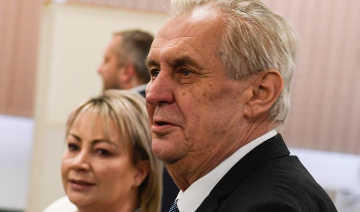 Repubblica ceca, Zeman confermato presidente col 51,5% dei voti