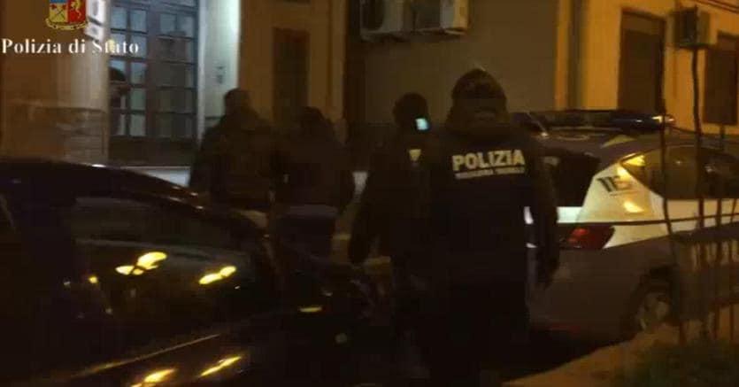 Palermo, blitz centro scommesse in affari con la mafia