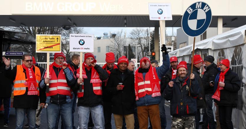 Lavoratori metalmeccanici IG Metall (REUTERS/Christian Mang)