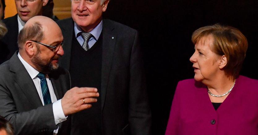 Il leader socialdemocratico Martin Schulz con la cancelliera Angela Merkel