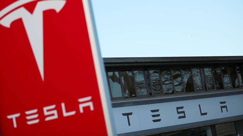 Tesla: perdite a 675 milioni, ma il mercato dà fiducia al gruppo (Reuters)