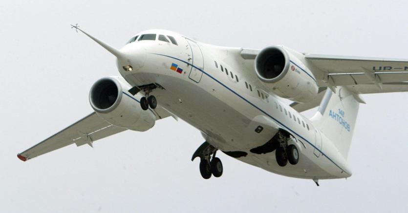 Tragedia a Mosca, precipita aereo con 71 persone a bordo