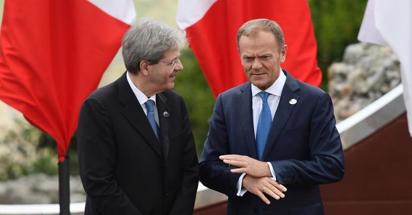 Il premier Paolo Gentiloni incontra il presidente del Consiglio europeo Donald Tusk (foto Afp)