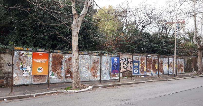 Cartelli elettorali  in via Bernardino Ramazzini, nel quartiere Portuense, zona ovest  semi-centrale di Roma