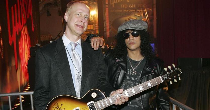 Henry Juszkiewicz, Ceo Gibson, insieme a Slash, chitarrista dei Guns N' Roses