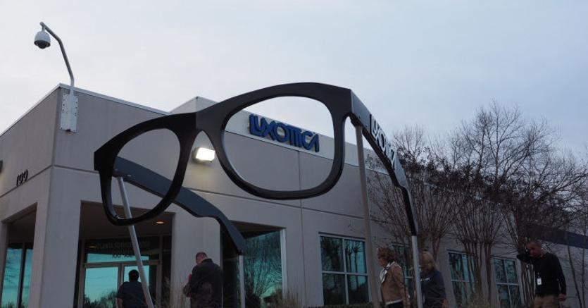 Luxottica, ok dell'UE alla fusione con Essilor