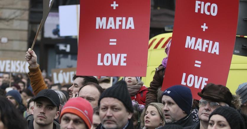 Manifestazioni di piazza a Bratislava, in Slovacchia, contro il premier Robert Fico e il suo governo accusato di legami con la mafia