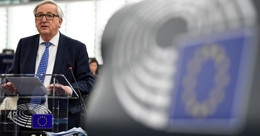 Commissione Ue: protezione consumatori europei, ritirati dal commercio giocattoli, abiti e automobili
