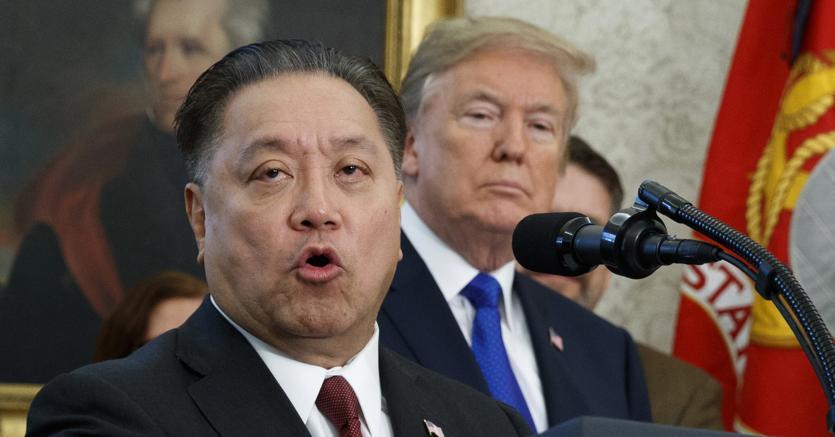 Il ceo di Broadcom, Hock Tan, annuncia la decisione di portare l'headquarter negli Stati Uniti durante un evento alla casa bianca, il 2 novembre. (Foto AP)