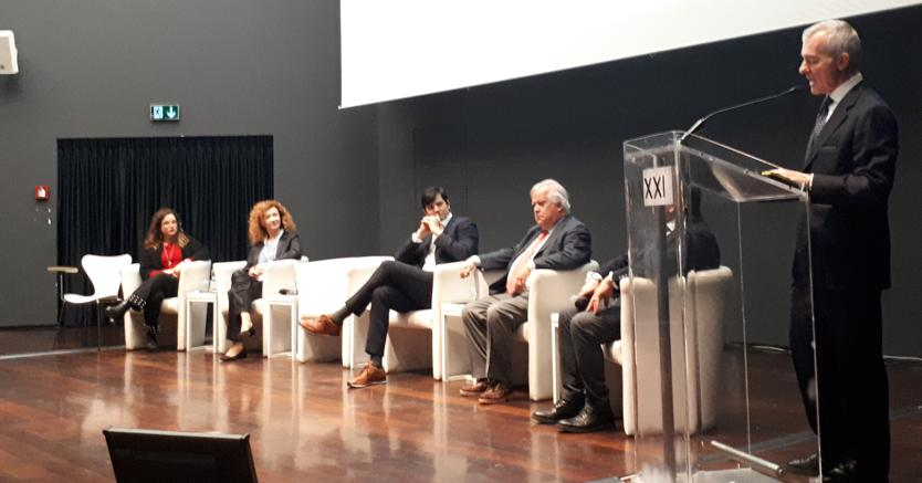 A destra, Giampaolo Letta, vicepresidente Unindustria con delega Turismo e industria creativa