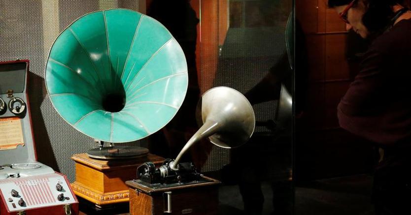 Grammofoni in mostra al museo degli strumenti musicali diBruxelles (Reuters)