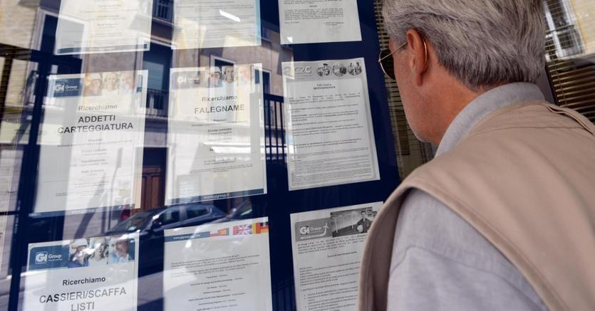 Istat, cala la disoccupazione: a febbraio al 10,9%. Guerini:
