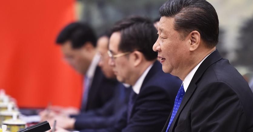 Il President cinese Xi Jinping (D) al forum di Boao (Epa)