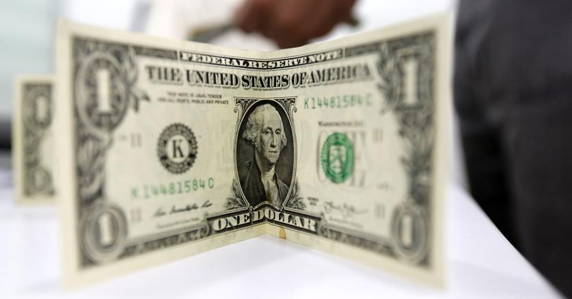 Una banconota da un dollaro (Afp)