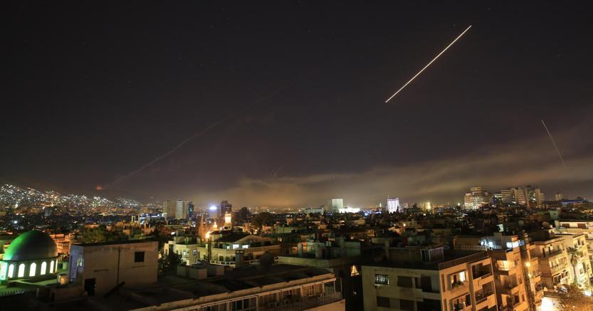 Le immagini del bombardamento di Damasco promosso da Usa, Gran Bretagna e Francia nelle prime ore della mattinata di sabato 14 aprile (foto Ap)