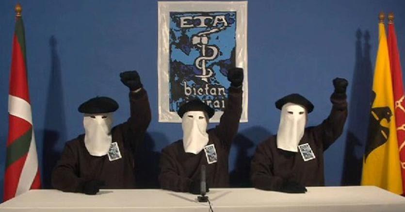 Il cessate il fuoco del 2011. I terroristi dell'Eta annunciano in un video la fine della guerra armata per l'indipendenza dei Paesi baschi dalla Spagna