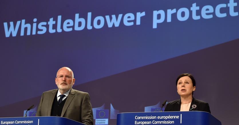 Frans Timmermans e Vera Jourova (Reuters)