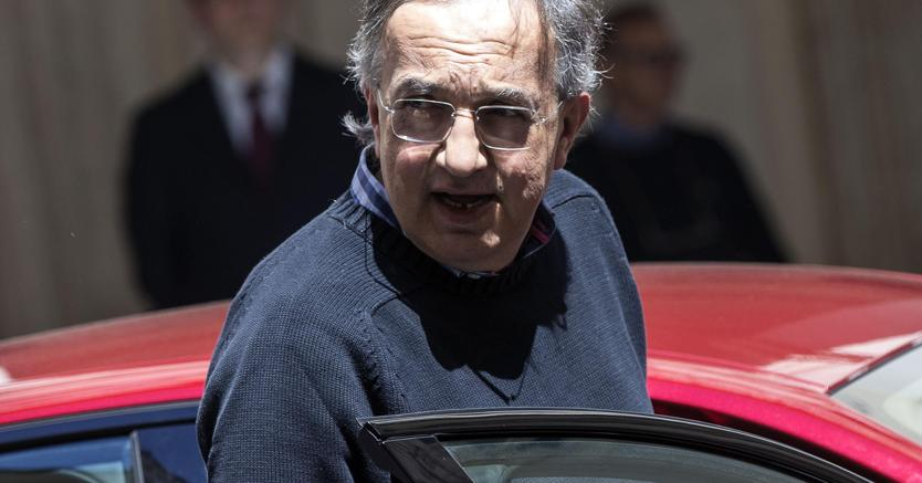 Fca, Marchionne in cravatta annuncia: