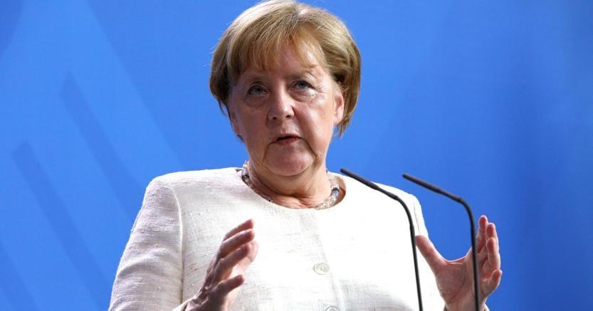 Profughi: Merkel a Seehofer, no ai respingimenti