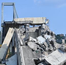 Il ponte Morandi crollato il 14 agosto (Ansa)