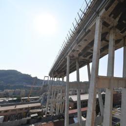 Lo stato della parte ovest di ponte Morandi  (Ansa/Luca Zennaro)