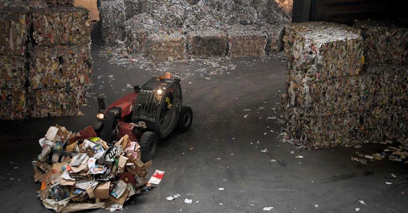 Per riciclare bene i rifiuti in Italia servirebbero investimenti sugli impianti per almeno 10 miliardi