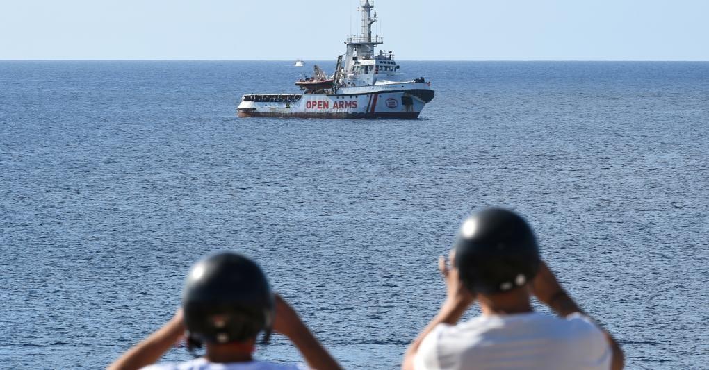 Open Arms, la Guardia Costiera: non ci sono impedimenti allo sbarco. Salvini: non mollo