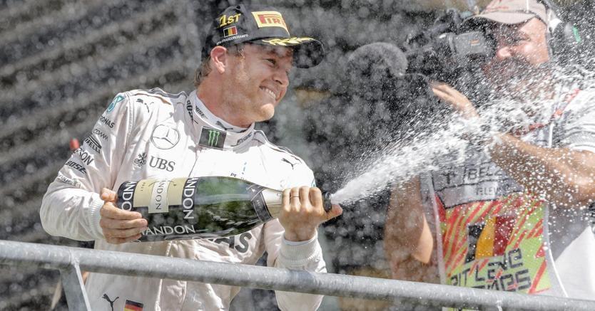 F1, Gp Belgio, incidente Magnussen: botto terribile e bandiere rossa