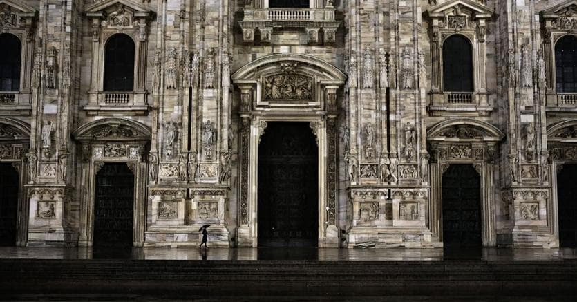 Massimo Gatti, Loneliness - Duomo Milan, 2013, Print Inkjet su carta baritata Hahnemüle Fine Art, cm 100x164, ed. 5 + 2 AP, courtesy Galleria Glauco Cavaciuti