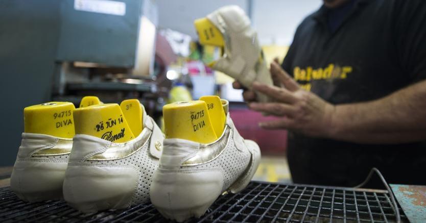 Produzione di scarpe a Elche, Spagna (Afp)